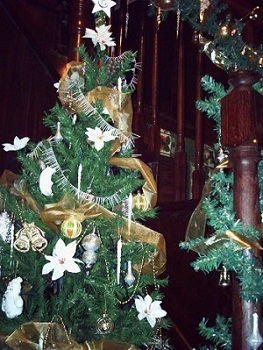 Entry Victorian Tree at Christmas
